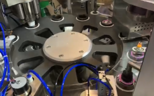 coffee capsule sealing machine-lids putting